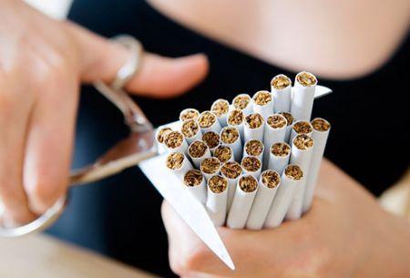 Sigaretta gigante contro il fumo nelle piazze con 'Esci dal tunnel'
