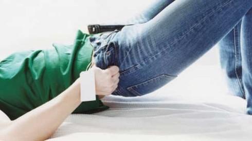 Jeans troppo stretti pericolosi, il caso della donna Australiana