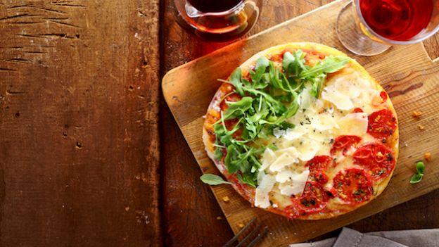Pizza tricolore farcita: ricetta facile e veloce