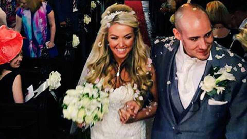 Sposa paralizzata cammina fino all'altare il giorno del suo matrimonio