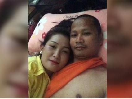 Monaco buddista a letto con una donna nel tempio: è bufera
