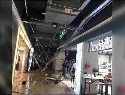 Stanno facendo la spesa al centro commerciale, all'improvviso l'apocalisse