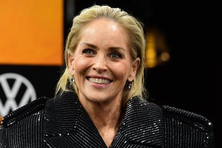 """Sharon Stone: """"Ho subito un intervento al seno ma non lo avevo chiesto"""""""