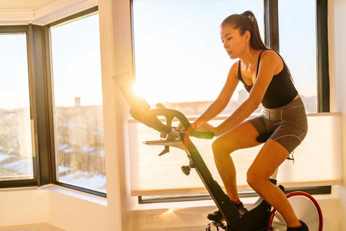La cyclette fa dimagrire le gambe: addio cellulite