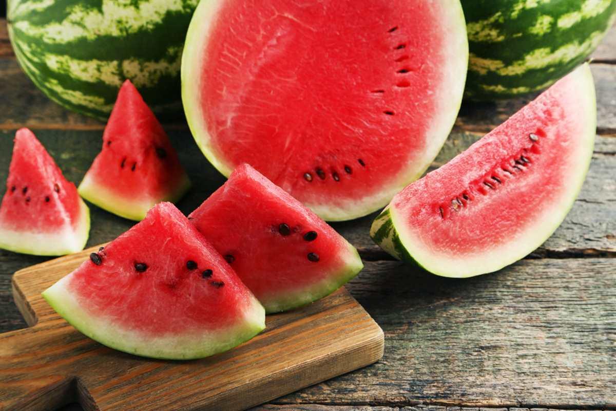 Anguria fa ingrassare o dimagrire: le proprietà di un frutto magico